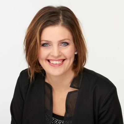 Dora Thorhallsdottir, Gründer, relasjonsterapeut og komiker